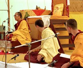 dalai-lama-alan-helmuth-tharpa-choeling-1979-by-fred-von-allmen